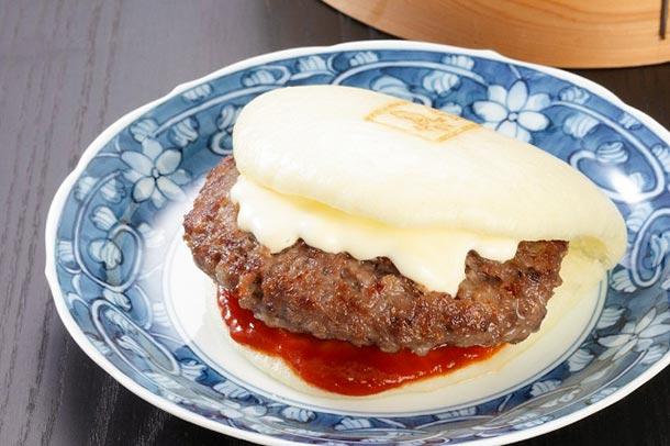長崎の新名物? ふわふわの生地に長崎和牛を挟んだ新感覚バーガーが登場