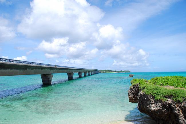 この青、美しすぎて表現できない。宮古の日本一美しい橋「池間大橋」