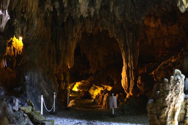 まるで洞窟探検。琉球国王も通った「普天満宮」へ赴く