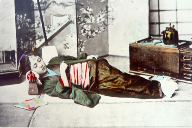 約130年前にイタリア写真家が撮った「鮮やかな」日本人女性