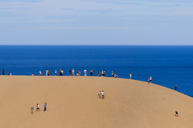 どっちが日本一? 鳥取砂丘より30倍も広い砂丘が「青森」にひっそりある