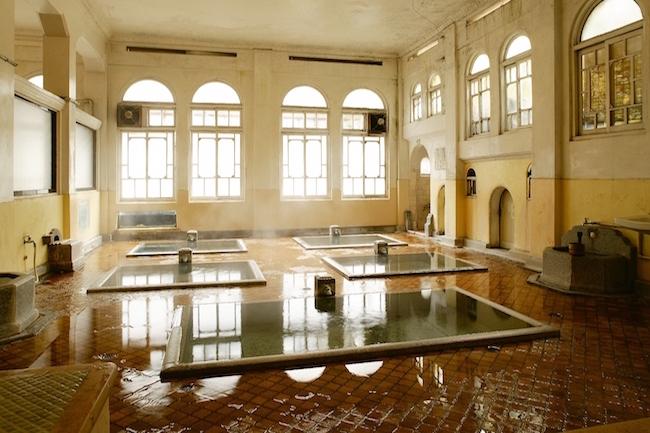 混浴風呂も。温泉治療が目当てで選ばれる全国「温泉宿ランキング」