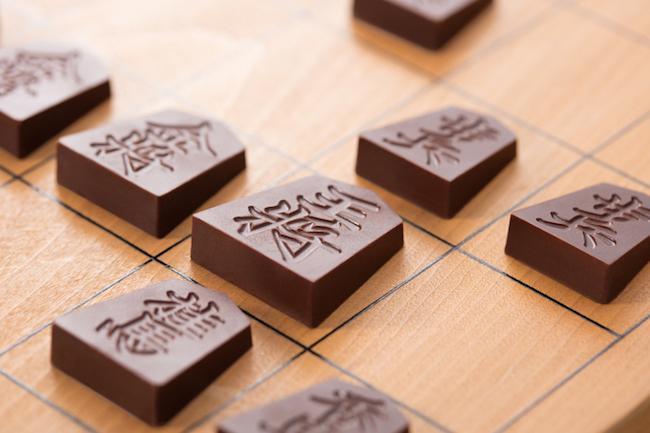 思わず見とれてしまう美しさ!将棋の駒のチョコレートが新発売