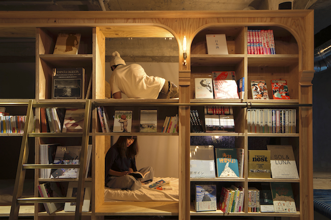 話題の「泊まれる本屋」以外にも。全国の一風変わった「泊まれる◯◯」