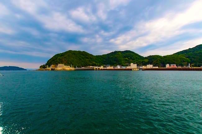 給料が3倍に。人口160名の小さな島が成し遂げた、奇跡の「島おこし」