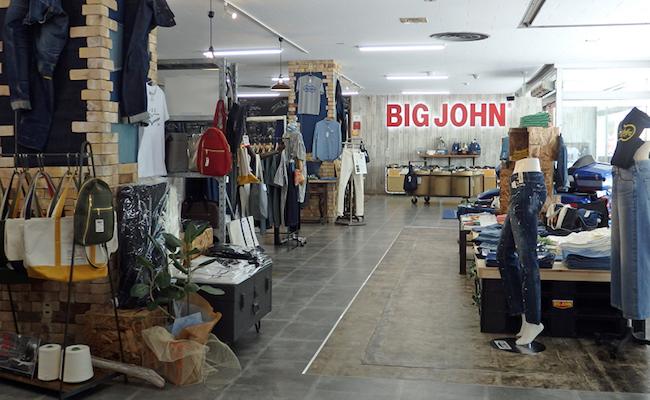 ジーンズの聖地といえば、あなたはどこをイメージしますか?アメリカ?イタリア?いえいえ、実はそれは日本の岡山県倉敷市の小島地区のことなのです。日本発の国産ジーンズメーカー「BIG JOHN」の発祥の地としても知られる小島のジーンズは世界的にも高い評価を得ています。更に現在はジーンズを使った町おこしとして、「ジーンズストリート」という通りまであるのだとか!デニム好きな方はもちろん、観光スポットとしてもオススメの場所ですよ!