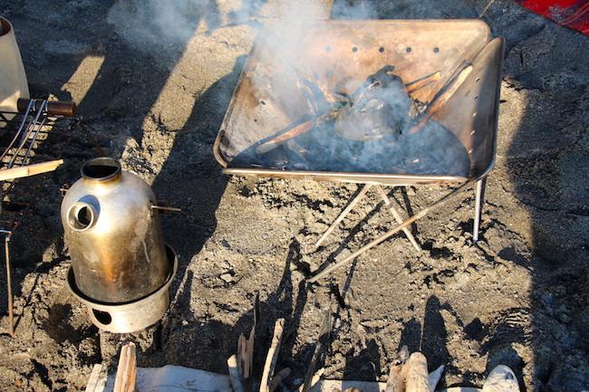 最低限の道具でお湯が沸かせる「ケリーケトル」はアウトドアでも非常時でも使える便利アイテム。