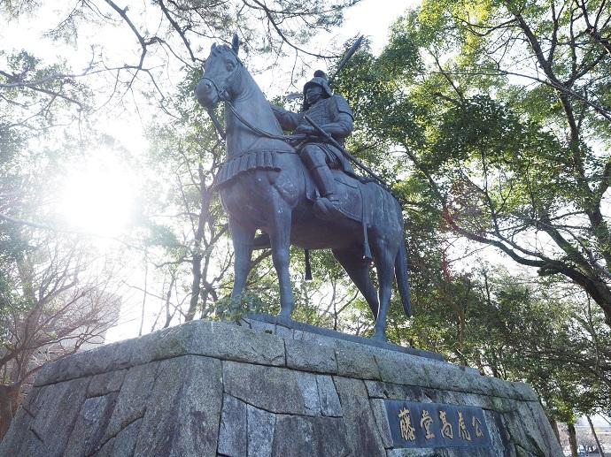 ▲津城跡に建つ津藩祖の武将、藤堂高虎の像