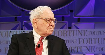 180513WarrenBuffett_eye