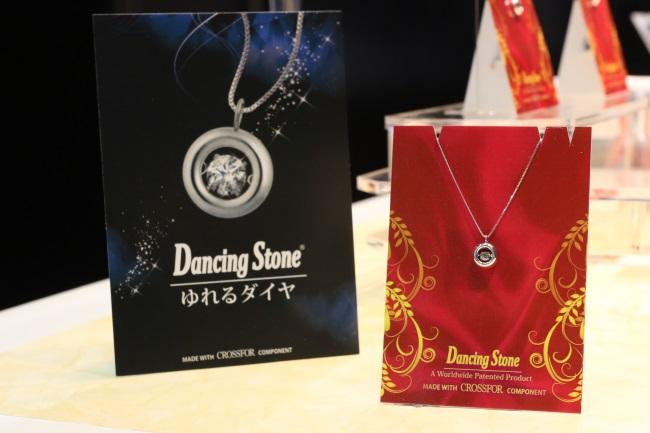 ダイヤモンドをゆらめくように設置することでまるで踊るようにキラキラと光り輝く「Dancing Stone」