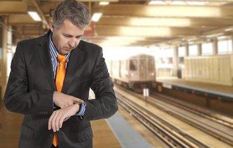 電車の遅延による遅刻で「給与をカット」。実は法律的に問題なし
