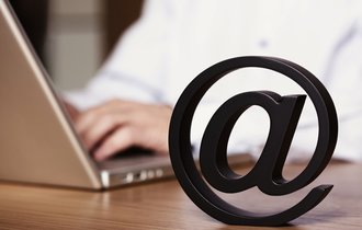 女性社員のメールを覗き見した上司。なぜ見られた側が敗訴したのか?