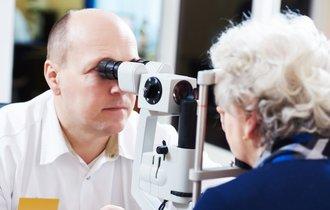 老眼はインプラントで簡単に治せる…英国の最新治療法が話題