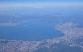 119の河川が流れ込み、出口はたった1つ。なぜ琵琶湖は溢れないのか