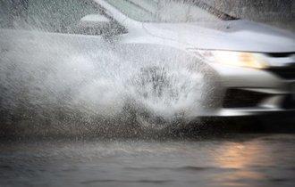 注意したい雨のドライブ 。「タイヤの減り」気にしてますか?