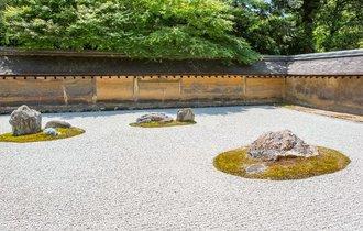 【京都】白砂と石の小宇宙。観る側の心を映す「枯山水」を観に行こう