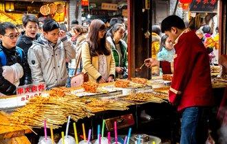 路上で食べ歩き。外国人が驚く「アジアの屋台」を比べてみました