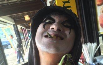 【閲覧注意】新潟でイナゴ20匹入りソフトクリームを「征服」!