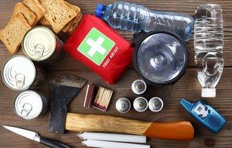 地震やインフルのパンデミックに備えよ。災害別・非常食で備蓄すべき物