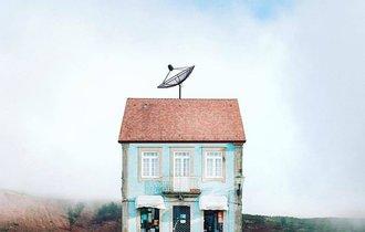 ポルトガルの田舎にぽつんとある「孤独な家」がSNSで話題