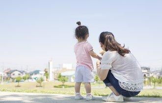 「叱らないしつけ」の著者が伝授、公共の場で騒ぐ子供の諭し方
