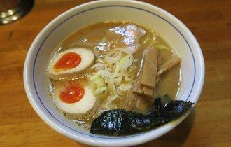 【中野】ラーメン官僚から感動の溜息が思わずこぼれた、味玉らー麺【はし本】