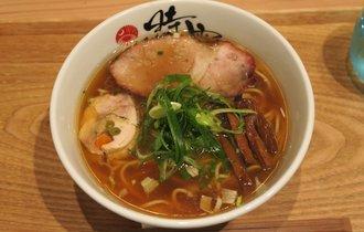 【横浜・伊勢佐木長者町】ラーメン官僚がうま味とコクの虜になった、中華蕎麦【時雨】