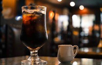 砂糖を入れても「ブラック」と呼べるのか?コーヒーのプロに聞いた
