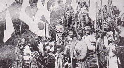 Taiwanese_Aborigines_who_shake_National_flag_of_Japan