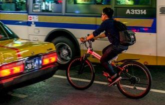イラッとする無謀運転…自転車にも違反キップを切るべきではないのか?