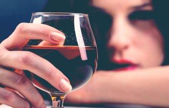 「年をとると、お酒に弱くなる」これって本当なの?