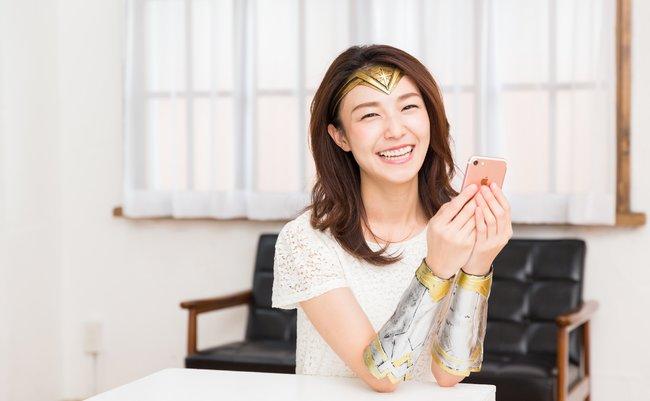 美女素材で断トツ人気。ネット界の「ワンダーウーマン」が語る笑顔の裏側