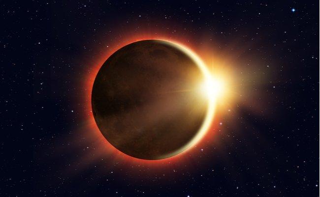 皆既日食と夜空