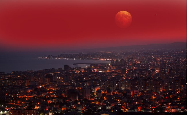 真っ赤な夜空