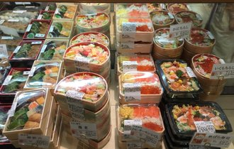 地方のスーパーが通常の4倍量のちらし寿司を5分で売り切った戦術