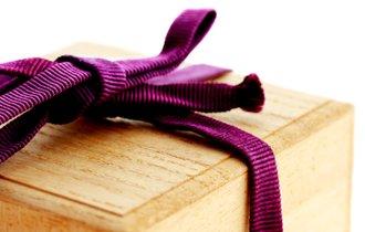 300円のお菓子も桐箱に入れて組紐をかければ5000円で売れる訳