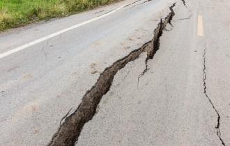 免震界のプロが判定、熊本地震の前兆を捉えた「3つのデータ」