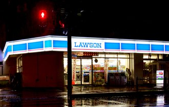 苦境コンビニ業界、ローソンの「一人負け」が鮮明になってきた