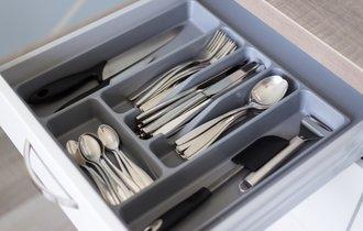 食器の収納に新発想!こうすれば探すのも戻すのも格段に楽になる